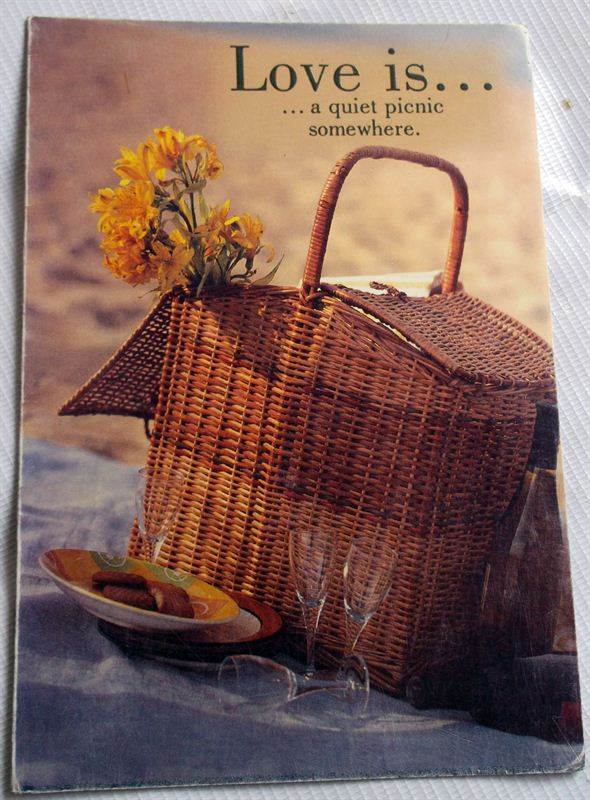 Love is a Quiet Picnic Somewhere Card (GCNPJ075)