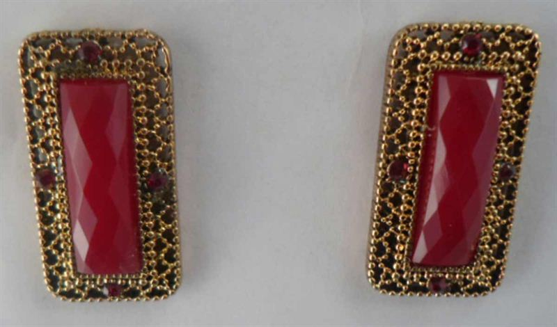 Korean Maroon Rectangle Stud (S13)