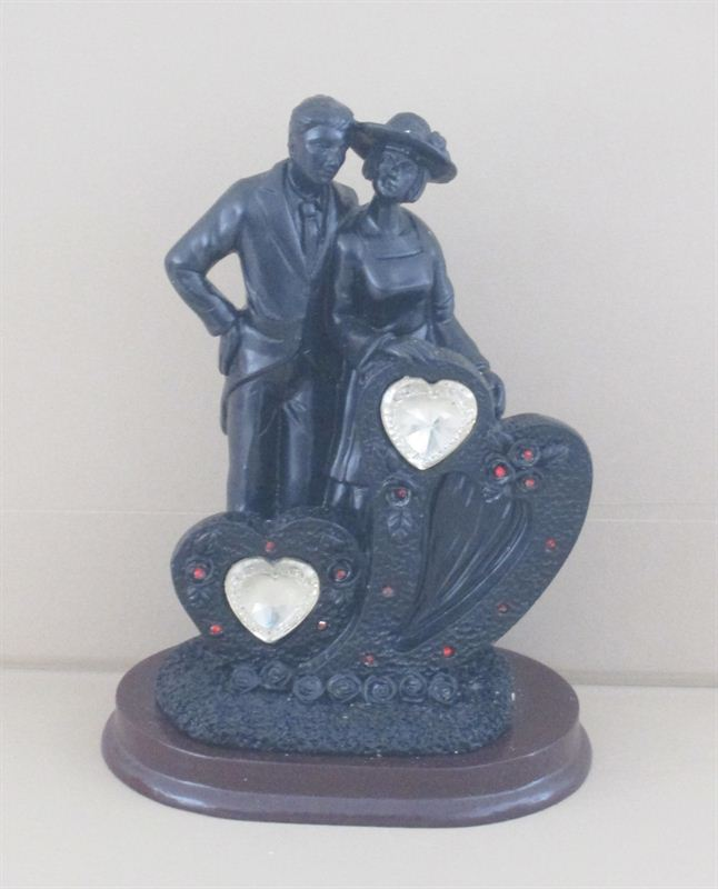 In Love statue (Gold)