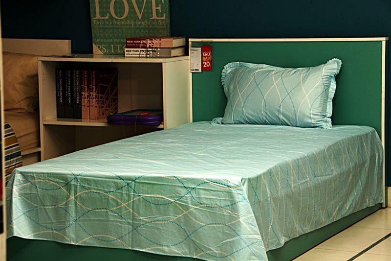 Curve Dotted line Bedsheet in Mint Green- Small Bed Size