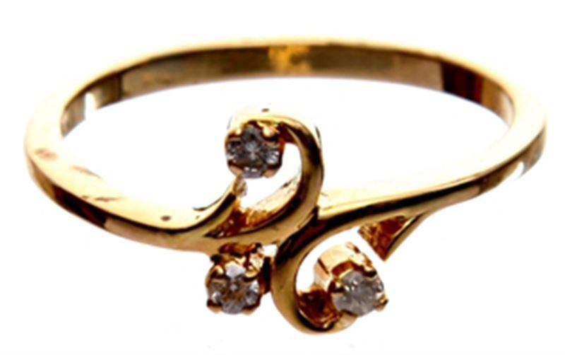 18-Carat Gold Ring with Three Diamonds - II