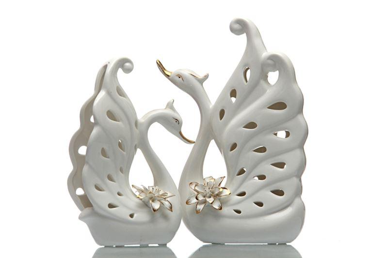 Couple Swan Showpiece from Hallmark