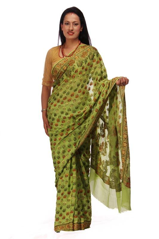 100% Chinnon Silk Saree with Thread Weaved Patterns and Border - SareeOYON-3